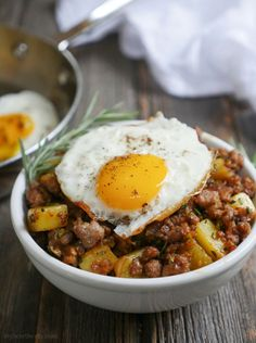 This Spicy Rosemary Sausage and Potato Breakfast Hash is wonderfully flavorful! Top it with an egg and you've got one tasty breakfast coming up! Whole 30 Breakfast, Breakfast Hash, Breakfast Potatoes, Free Breakfast, Paleo Breakfast, Breakfast Recipes, Breakfast Bites, Breakfast Burritos, Healthy Snacks For Diabetics