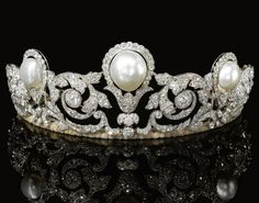 The Murat tiara: foliate scrolls set in diamonds, centered with a baroque button-shaped natural pearl with a smaller button-shaped natural pearl on either side, made by Chaumet in 1920 for the marriage of Prince Alexandre Murat with Yvonne Gillois. Royal Tiaras, Tiaras And Crowns, Royal Jewelry, Vintage Jewelry, Handmade Jewelry, Lovers Knot Tiara, Plus Size Jewellery, Diamond Tiara, Fantasy Jewelry