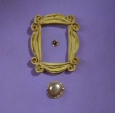 Friends eyehole picture frame, matching tattoo idea