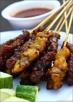 Malaysian satay - beef and chicken - Easy Ethnic Recipes Grilling Recipes, Beef Recipes, Chicken Recipes, Cooking Recipes, Recipies, Snack Recipes, Malaysian Cuisine, Malaysian Food, Malaysian Recipes