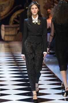Dolce & Gabbana Fall 2016 Ready-to-Wear, http://mmoda.net/dolce-gabbana-fall-2016-ready-to-wear/,  #2016 #AbbyBass #AlenaNurgaleeva #AlexandraElizabeth #AlicjaTubilewicz #AllysonChalmers #AmalieMoosgaard #AmalieSchmidt #AnetaPajak #AngelRutledge #AnkaKuryndina #AnnaMilaGuyenz #AnniekAbma #AntoninaPetkovic #AustriaUlloa #BaraPodzimkova #BarbaraEgholm #BhumikaArora #BinxWalton #BlancaPadilla #BlueSumrie #CamilleHurel #CecilieMoosgaard #CongHe #DagaZiober #Dilone #dolcegabbana...