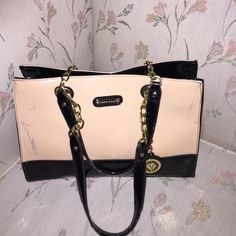 Ann Kline Handbag Ann Kline medium handbag with Ann Kline lion charm lightly used in a perfect condition beautiful and clean polka dot inner lining only has stain in front shown in the picture Ann kline Bags Satchels