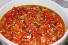 Sambal Matah - Balinese Hot Sauce…great with fish! Mentah semua. hanya akhirnya dituangkan minyak panas hingga mendesis. Dipadu ama ikan ,empal, ayam kalasan sate lilit. Resepnya seh hanya campuran dari cincang bawang merah, sedikit bawang putih *optional*, iris halus daun jeruk, sere , dan cabe tentunya, tambahkan air jeruk, sedikit gula buat penyedap dan garam, lalu dituangkan minyak panas. Tambah tomat dikit ( optional )....katanya aslinya pake trasi.