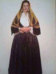 Φορεσιά από την Κύμη-Εύβοια. Ημερολόγιο 1991. Αθήνα, συλλογή Λυκείου των Ελληνίδων. Δημοσίευση από Hellenic Costume Society. Greek Traditional Dress, Traditional Art, Greek Dress, Greek Costumes, Folk Dance, Beautiful People, Greece, Elegant, Clothes