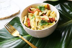Basil Pesto Chicken and Wholemeal Pasta - Eat Pray Workout Basil Pesto Chicken, Spinach Stuffed Chicken, Shredded Chicken, How To Cook Pasta, Pasta Dishes, Pasta Salad, Pray, Lunch