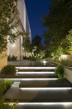 Illuminated entrance stairs … – house entrance / front garden – … – The World Modern Garden Design, Modern House Design, Modern House Facades, Modern Landscape Design, Modern Landscape Lighting, Landscape Stairs, House Landscape, Outdoor Stairs, Outdoor Stair Lighting