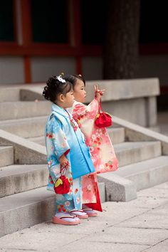 Children in kimono. Perhaps attending the Shichi Go San rite-of-passage festival? ♥