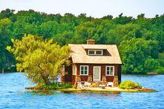 カナダ、サウザンアイランドの湖上のポーチ