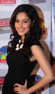 Nushrat Bharucha Bra Size, Age, Weight, Height, Measurements - http://www.celebritysizes.com/nushrat-bharucha-bra-size-age-weight-height-measurements/