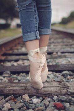 Ballet dancer on tracks Ballet Pictures, Dance Pictures, Ballet Art, Ballet Dancers, Ballerinas, Pointe Shoes, Ballet Shoes, Tumblr Ballet, Dance Aesthetic