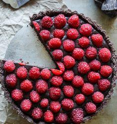 Ennél jobb receptet álmodni sem lehetne. Villámgyorsan elkészítheted, cukor és lisztmentes, viszont pokoli finom. A málna és csokoládé együ...