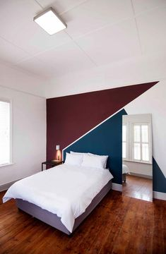 A Victorian building in vibrant Woodstock, Cape Town, has been renovated into a contemporary co-living home. Bedroom Wall Designs, Bedroom Wall Colors, Accent Wall Bedroom, Living Room Decor, Bedroom Decor, Creative Wall Decor, Wall Painting Decor, Home Room Design, House Rooms