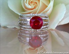 Glorious ruby ​​solitaire ring diamonds