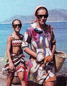 Angela Missoni Family Photos - Pictures of Angela Missoni's Family - Harper's BAZAAR Missoni, Vintage Outfits, Vintage Fashion, Sixties Fashion, Diana Vreeland, Fashion Prints, Fashion Design, Next Clothes, Vintage Branding