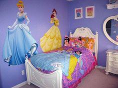 El día de hoy te quiero compartir unas ideas preciosas para decorar la habitación de una niña con la temática de las princesas.