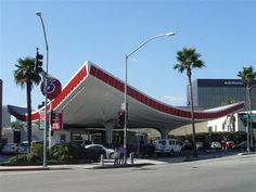 Experiencing Los Angeles: Meet George Jetson in Beverly Hills.  This design was originally intended for LAX, but it wasn't needed.  Instead, it became this 76 gas station in Beverly Hills (opened 1965).