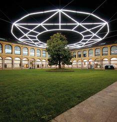 Massimo Uberti - Tendente infinito, 2008, opera permanente, neon e cavi d'acciao, 27 mt diam. // Tendente infinito, 2008, permanent work, neon e steel cables, 27 mt diam. Foto di F. Mascolo