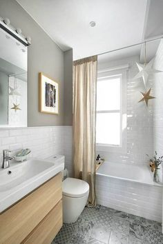 The layout of a small bathroom requires great ideas. Looking for small bathroom inspiration for you tiny house?Discover below examples to help you build a cozy small bathroom. The bathroom … Boho Bathroom, Bathroom Trends, Bathroom Design Small, Bathroom Colors, Bathroom Styling, Bathroom Sets, White Bathroom, Modern Bathroom, Bathroom Images