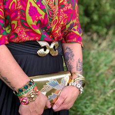 Retro Gold Clutch 80's Gold Clutch, Vintage Purses, Flaws, Chain, Retro, Trending Outfits, Unique Jewelry, Handmade Gifts, Accessories