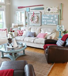 House of Turquoise: Turquoise Holiday Decor-so love this room, especially the wall! House Of Turquoise, Turquoise Walls, Christmas Living Rooms, Christmas Home, Aqua Christmas, Cosy Christmas, Xmas, Cottage Christmas, Christmas Fairy