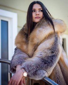 Fox Fur Jacket, Fox Fur Coat, Chinchilla, 1980s Fashion Trends, Fur Coat Fashion, Fur Clothing, Great Women, Cute Woman, Style Guides