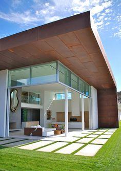 Minimalist residence in Malibu, CA by Steven Kent Architect