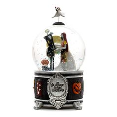 The Nightmare Before Christmas Snow Globe. I want this snow globe!!! :)