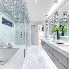Luxury Master Bathrooms, Bathroom Design Luxury, Dream Bathrooms, Beautiful Bathrooms, Dream House Interior, Luxury Homes Dream Houses, Dream Home Design, Home Interior Design, Casa Kylie Jenner