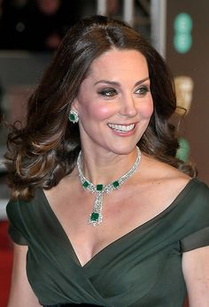 kate-middleton-diamond-emerald-earrings-baftas