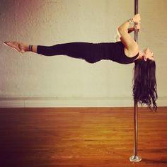 Pffff je n'y arriverai pas cette annee :') Samantha Star ------------------------------ Photo by Oliver Pavick Aerial Dance, Aerial Hoop, Aerial Arts, Aerial Silks, Pole Dance Moves, Dance Poses, Pole Dancing, Pole Dance Sport, Yoga