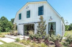Remember the barn Chip and Joanna completely renovated into a stunning home? Well, now you can rent the Fixer Upper Barndominium for your next getaway!