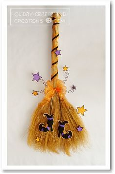Halloween Sewing and Decorating Idea: Enchanted Witch's Broom Halloween Prop, Moldes Halloween, Adornos Halloween, Halloween Sewing, Manualidades Halloween, Diy Halloween Decorations, Holidays Halloween, Halloween Treats, Happy Halloween