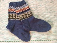 Knit Socks, Knitting Socks, Mittens, Gloves, Diy, Fashion, Fingerless Mitts, Moda, Bricolage