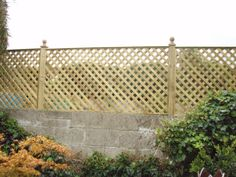 phoca_thumb_l_Diamond Trellis on Timber Posts with Cap & Wall.JPG (640×480)