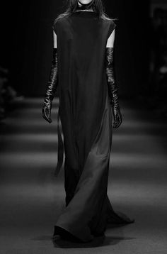 Ann Demeulemeester FW15 Monacal style