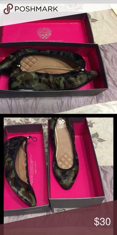 Vince Cumoto Army fatigue print like new excellent condition Vince Camuto Shoes Flats & Loafers