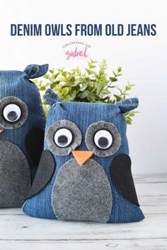 Use those old pair of jeans you love to make these cute no sew denim owls! Glue 2019 Use those old pair of jeans you love to make these cute no sew denim owls! Glue jeans felt are all youll need to make this fun and easy craft ideas. Felt Crafts Kids, Recycled Crafts Kids, Owl Crafts, Sewing Toys, Sewing Crafts, Sewing Projects, Diy Projects, Jean Crafts, Denim Crafts