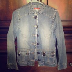 Blue jean fitted jacket 2 pockets, large buttons. unionbay Jackets & Coats