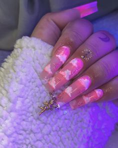 Prized by women to hide a mania or to add a touch of femininity, false nails can be dangerous if you use them incorrectly. Types of false nails Three types are mainly used. Claw Nails, Aycrlic Nails, Glitter Nails, Cute Acrylic Nail Designs, Best Acrylic Nails, Dope Nail Designs, Nail Swag, Exotic Nails, Fire Nails