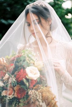Claire Pettibone // Classic inspired wedding inspiration in rich tones via Magnolia Rouge Bridal Bouquet Fall, Fall Wedding Bouquets, Fall Wedding Flowers, Bridal Bouquets, Bridal Hair, Fall Wedding Flower Inspiration, Wedding Ideas, Wedding Girl, Wedding Veils