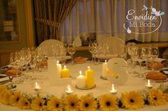 centro de mesa, con amarillo