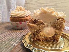 Fulvia's Kitchen - Cupcakes con pinoli, datteri e frosting alla crema di pinoli