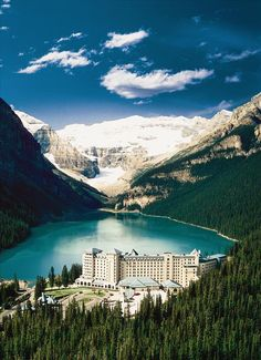 Chateau Lake Louise in Banff National Park (Alberta, Canada)---one of my favorite places to visit. Dream Vacations, Vacation Spots, Vacation Ideas, Midwest Vacations, Honeymoon Spots, Lake Louise Alberta Canada, Banff Alberta, Lac Louise, Banff National Park