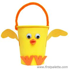 Craft a cute paper cup chick basket to hold Easter goodies. Paper Cup Crafts, Foam Crafts, Craft Stick Crafts, Paper Cups, Diorama Kids, Chicken Crafts, Basket Crafts, Paper Tree, 3d Paper