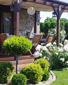 OGRODOWE METAMORFOZY Outdoor before and after - garden design ideas, # gardening vegetable container flowers Things to consider depending on a beautiful garden Basic principles of garden design Win with this When early in principle, a pergola may be. Backyard Patio Designs, Pergola Patio, Backyard Ideas, Garden Ideas, Pergola Kits, Wedding Pergola, Terrace Ideas, Corner Pergola, Cheap Pergola