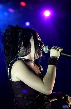 Memes Arte, Bring Me To Life, Amy Lee Evanescence, Gothic Fairy, Pretty People, Musicians, Fairy Tales, Nintendo, Horror