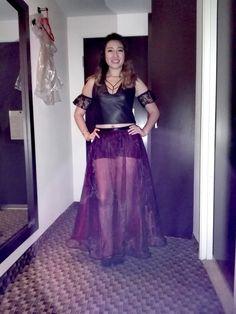 Outfit. Telas: vinil, encaje y organza tornasol. Colores: Rojo y negro. Diseñadora: Liliana Reyes.