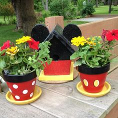 I like the mickey mouse flower pots.they will go so well with my mickey mouse garden ornaments :) Disney Diy, Disney Crafts, Disney Mickey, Disney Ideas, Disney Theme, Clay Pot Projects, Clay Pot Crafts, Diy Projects, Shell Crafts