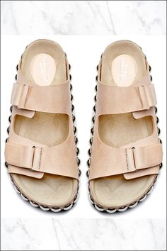 what-do-i-wear: These Giambattista Valli studded slide sandals bring the Birkenstock-inspired trend to the next level. Love this neutral color and they come in black leather and leopard print as well. Find the nude version here, here and here. Sandals Outfit, Cute Sandals, Slide Sandals, Flip Flop Sandals, Pretty Sandals, Pretty Shoes, Flat Sandals, Style Birkenstock, Giambattista Valli
