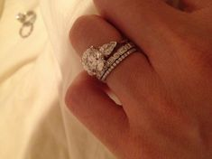 WOWSERS Love the 2 mixed style bands. Love the pear diamonds flanking the center stone. ★★★★★